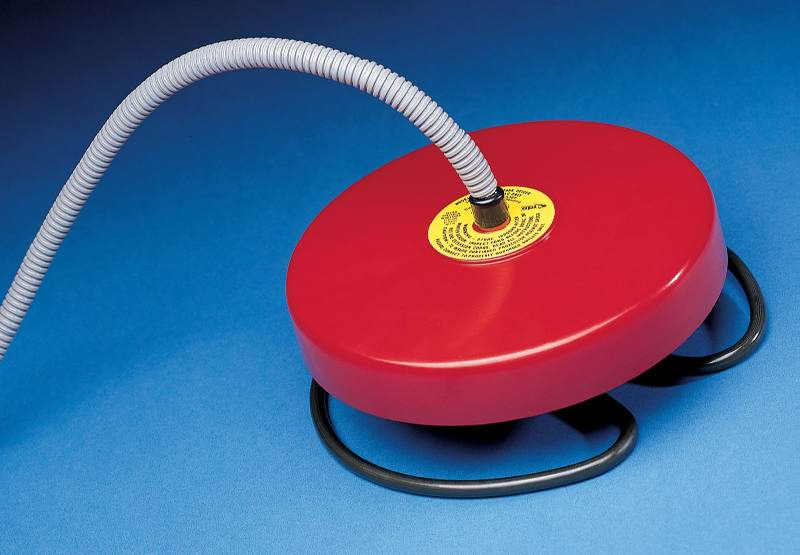 Api 1000w floating deicer pond heater w 6 39 cord for Garden pond heater